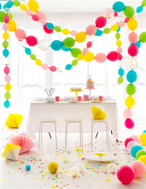 Linking balloons party garland