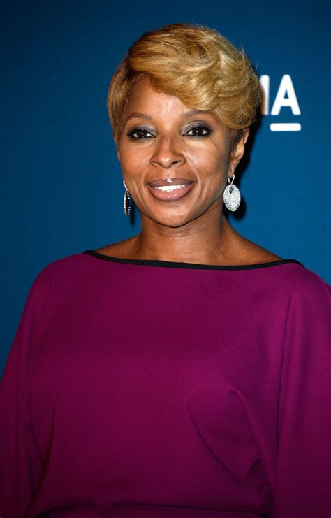mary mary hairstyles 2013 more pics of mary j blige short cut with bangs 3 of 8