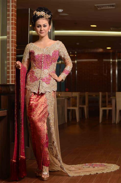 Kebaya A R kebaya an traditional fashion of indonesia fashion by dux