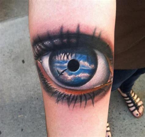arm realistische auge tattoo von johnny smith art