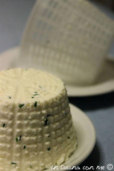 formaggio fresco fatto in casa formaggio fresco fatto in casa in cucina con me