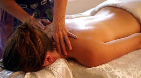 dolori collo e testa cervicalgia sintomi testa e collo cause dolore collo