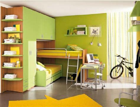 schlafzimmer ohne schränke dekor hochbett treppe