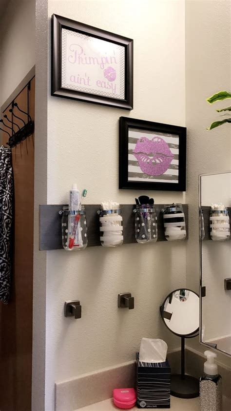 college bathroom decor best 25 college bathroom ideas on pinterest college