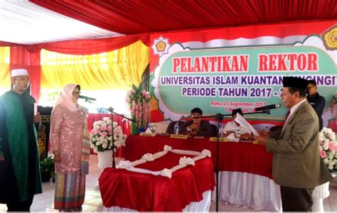 Islam Jalan Tengah By Dr Yusuf Qardhawi Original dilantik elfi indrawanis resmi jabat rektor universitas islam kuantan singingi