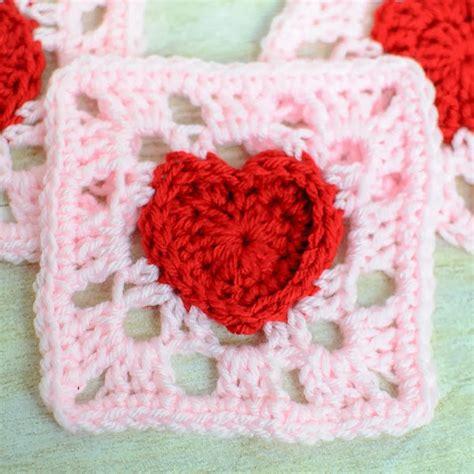 pattern for heart granny square zelf maken met haakgaren freubelweb