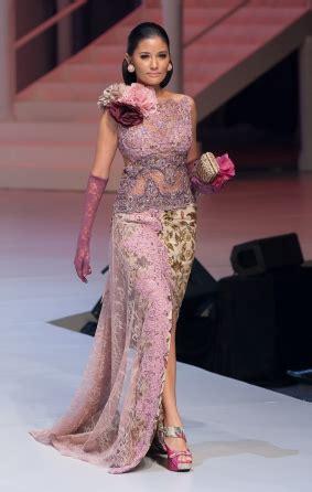 kumpulan artikel model kebaya kebaya merah cantik ibu ani kebaya anne avantie 2017 kumpulan model kebaya modern