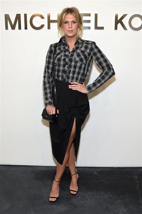 New York Fashion Week Front Row Zoe Hathaway Gisele And Co by Revoluci 243 N En El Front Row De La Nyfw Estar 225 Nevando