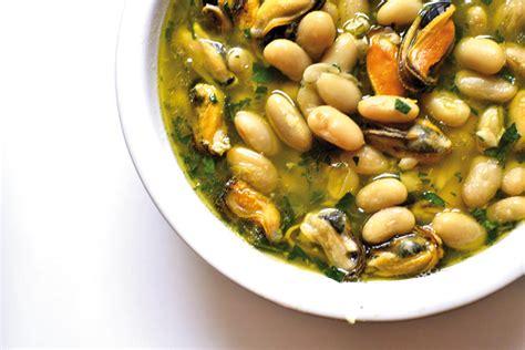 come si cucinano i fagioli secchi legumi a tavola alleati preziosi mangiare secondo natura