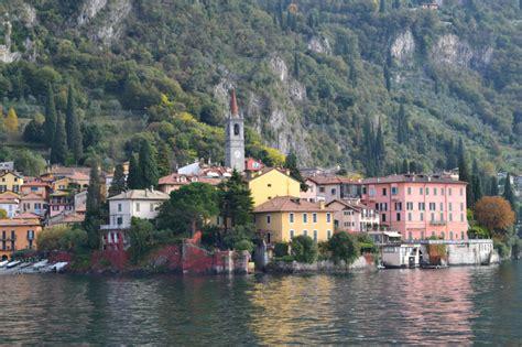 di italia 6 pueblos de cuento que parecen quot colgados quot en el lago di
