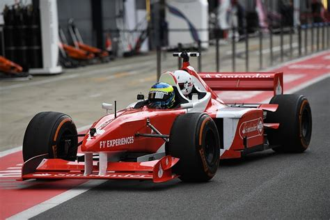 Ferrari 3 Seater F1 by Mike Gascoyne Back To Formula 1 To Redesign F1 Two Seater