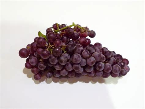 the spanish new year s eve tradition of the twelve grapes