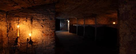 underground vaults historical walking tour historic underground edinburgh tour