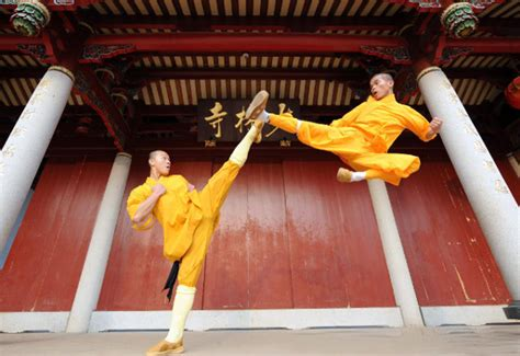 film china kung fu 10 awe inspiring images of shaolin kung fu monks in training