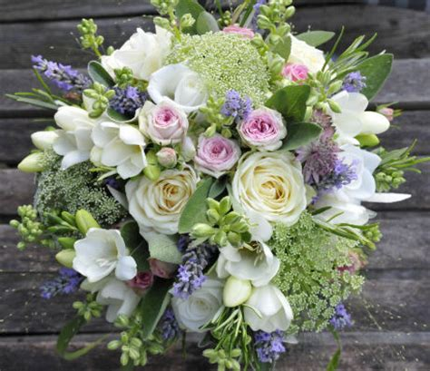 wedding flowers country style flowers for a vintage country house wedding