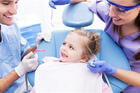 assistente di poltrona dentista corso di assistente alla poltrona di studio odontoiatrico
