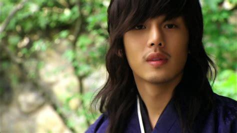 yoo ah in sungkyunkwan 10 atores coreanos que ficam absurdamente lindos
