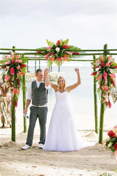 Fiji Weddings   Leanne and Bradley   Warwick Fiji   Cheer