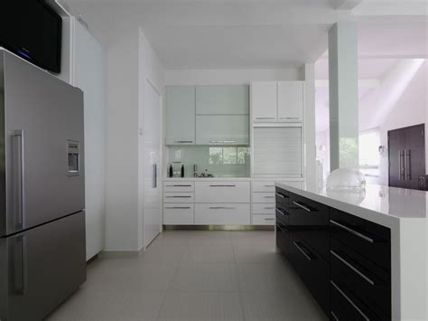 White Gloss Kitchen Cabinet Doors The White Lacquered High Gloss Kitchen Cabinets Look Complete With Complimenting Silver Colored