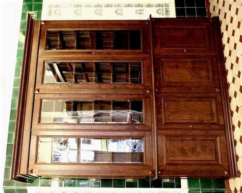 b 252 cherschrank massivholz im nussbaumton mit glast 252 ren - Bücherschrank Massivholz