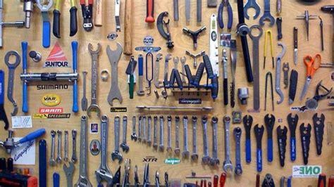 arrange a room tool organisez votre atelier et am 233 liorez le rangement du garage