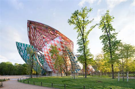 Fondation Vuitton by Exposition Daniel Buren