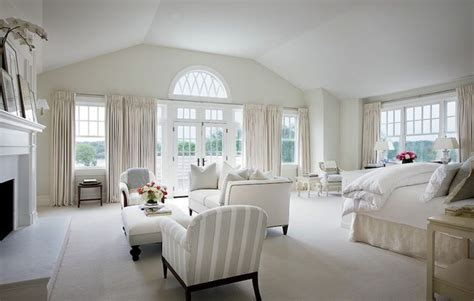 How Big Is The Average Master Bedroom by Large Master Suite With Vaulted Ceiling Doors