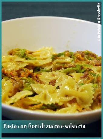 pasta con fiori di zucca pasta fiori di zucca e salsiccia