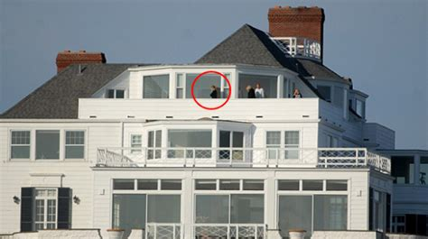 taylor swift buys house taylor swift buys rhode island mansion for 17 1m in cash pop issues