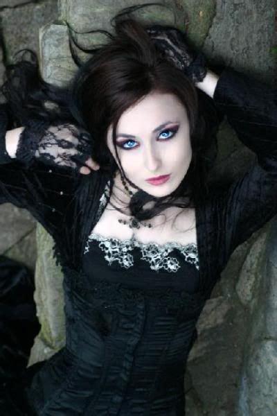 imagenes muñecas emo gothic beauty love dark hair with blue eyes beauty
