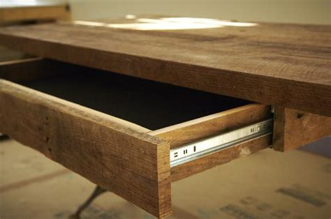 How To Build A Desk by How To Build A Reclaimed Wood Office Desk How Tos Diy
