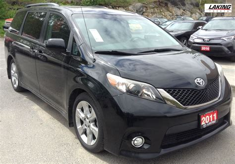 used 2011 toyota sienna se 7 passenger rear view camera power sunroof in sudbury 21768a