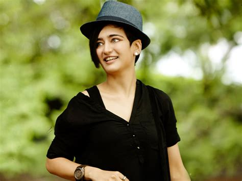 akshara haasan akshara haasan hq wallpapers akshara haasan wallpapers