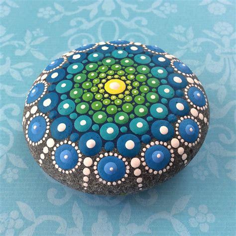 Home Design And Decor 2015 pietre sassi ciottoli mare decorati colorati 08 keblog