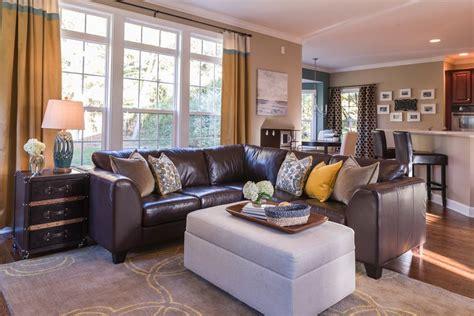 family friendly living rooms 37 family friendly living sala com sof 225 marrom 70 modelos e fotos lindas