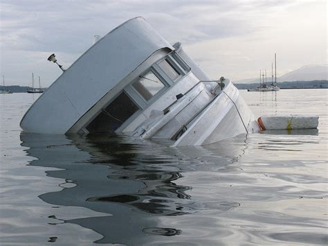gezonken boot motorjacht gezonken boot gezonken nl