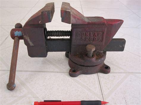 antique bench vise dunlap vintage bench vise swivel base 3 1 2 jaw 15 lb