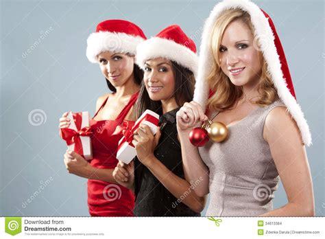 imagenes de navidad mujeres grupo de mujeres de la navidad imagenes de archivo