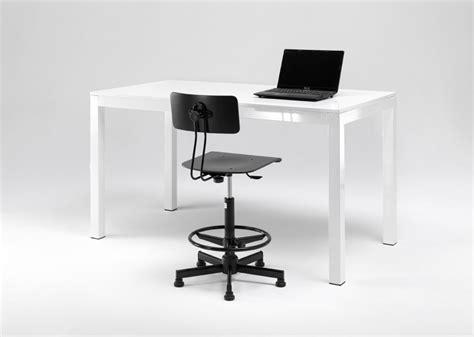 tavoli per sgabelli come abbinare tavoli e sgabelli regolabili correttamente