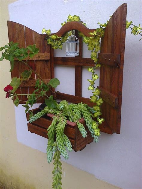 Diy Hanging Wall Planter by Diy Wall Hanging Pallet Planter 99 Pallets
