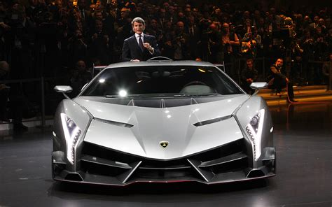 lamborghini veneno triple threat 740 hp lamborghini veneno is latest