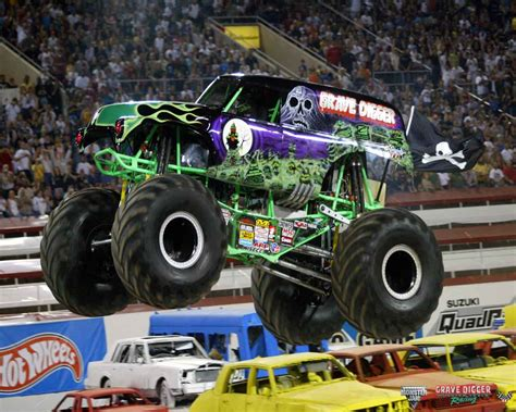pics of grave digger truck grave digger wallpapers wallpaper cave