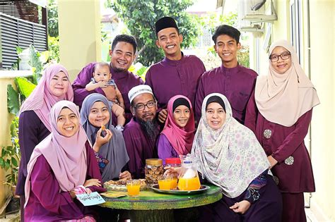 Baju Muslim Keluarga Warna Ungu pilihan warna baju muslim agar foto keluarga tak cantik