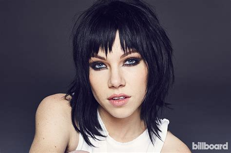 carly hairstyl wideo carly rae jepsen talks bonding with her fellow grease
