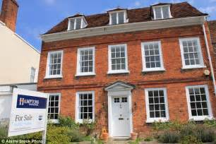 Emoov nine top tips to get buyers queuing up for your property