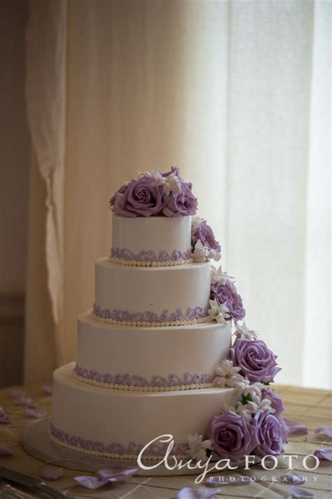 Discworld Wedding Cake Anyone by 25 Best Ideas About 3 Tier Wedding Cakes On