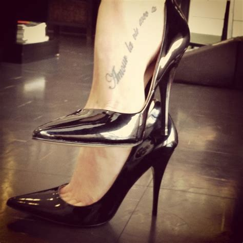 naked women tattoos foot script cool foot tatts