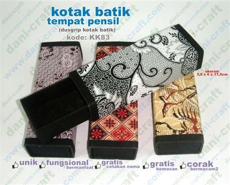 Sovenir Pernikahan Souvenir Pernikahan Sapu Tangan Motif Batik dusgrip batik tempat pensil batik kk83 souvenir