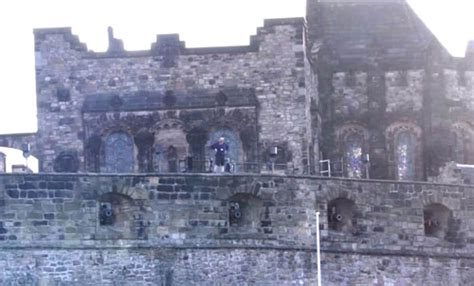 edinburgh tattoo gangnam style man does gangnam dance on rarts of edinburgh castle