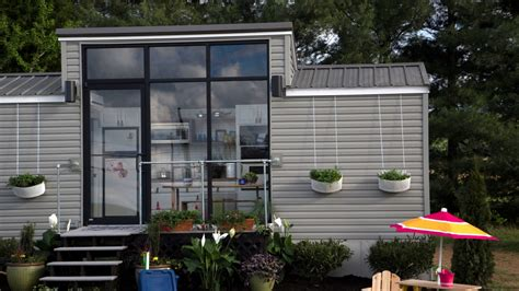 Small Homes With Lots Of Windows Awesome Tiny House A Family Can Live In Conquer Fear And